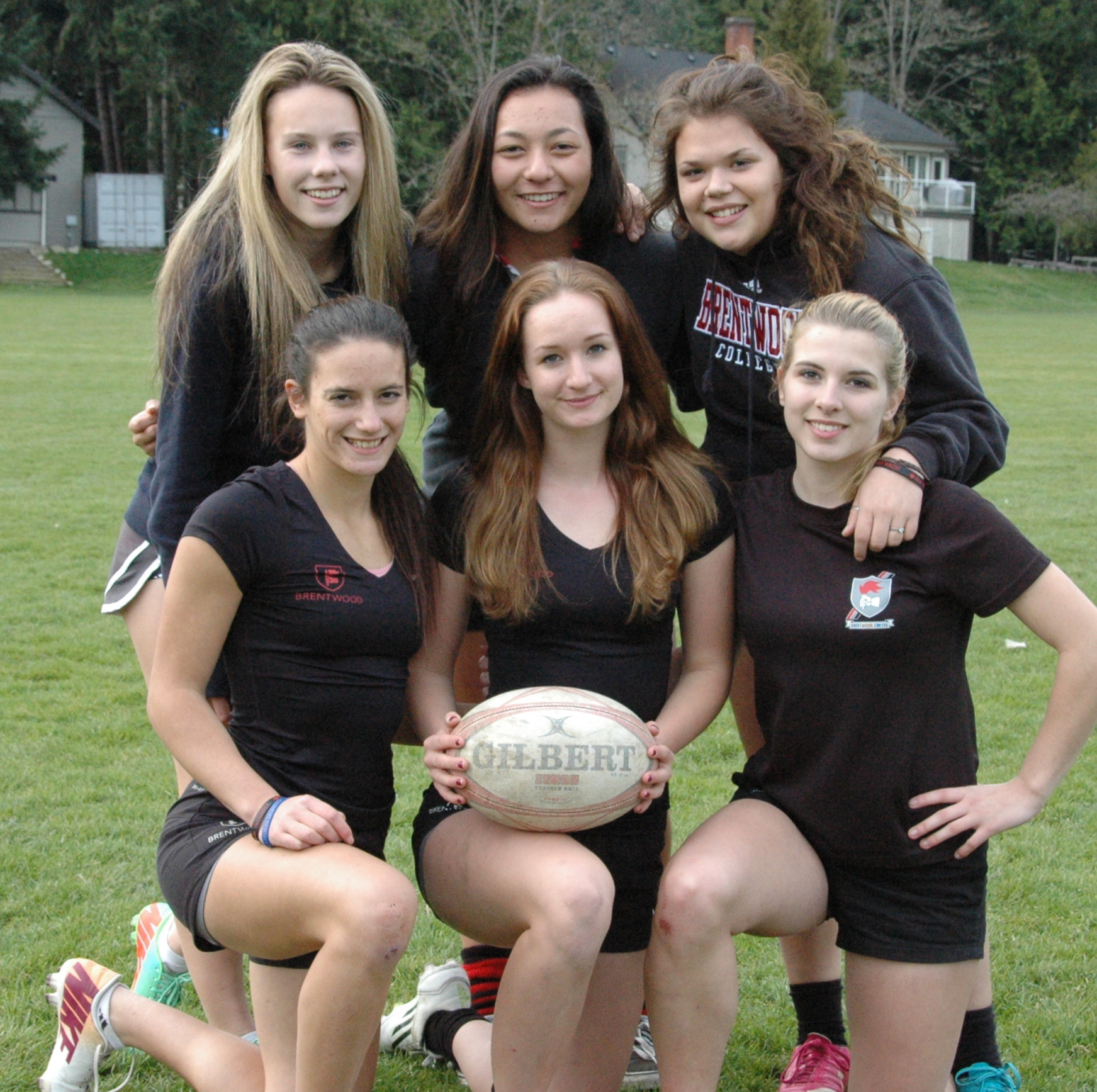 rugby girls How to play rugby rugby is a complicated, intense game, which consists of 15 players on each team on a field of 100 meters long and 70 meters wide the basic rules are not so difficult that you need a lifetime to learn them, however you.